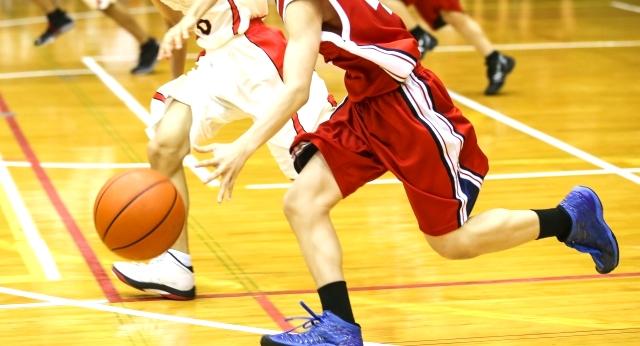 バスケットボール試合の写真